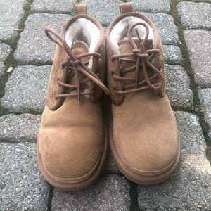 UGG Neumel Short Boot - Chestnut Brown